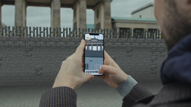 bring-down-the-berlin-wall-using-augmented-reality-in-minecraft-earth