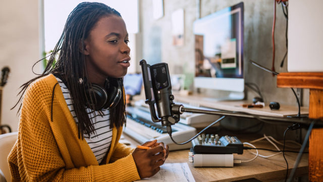 podcasts-give-advertisers-a-unique,-direct-line-to-consumers