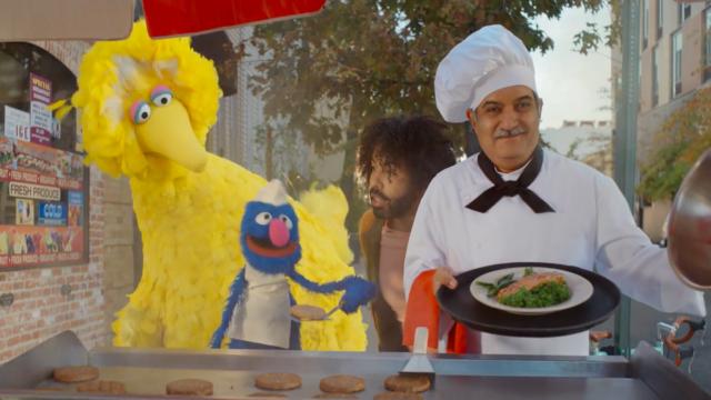 daveed-diggs-encourages-big-bird-to-shop-local-in-doordash's-super-bowl-debut