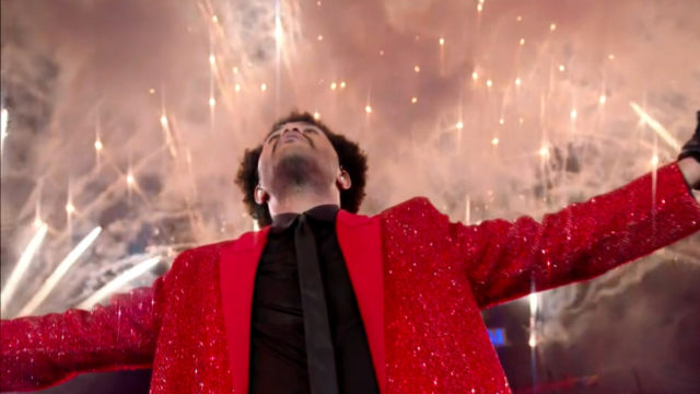 the-weeknd-lights-up-the-super-bowl-halftime-show