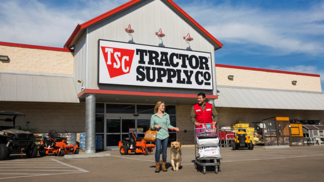 after-80-years-of-serving-farmers-and-ranchers,-tractor-supply-has-a-new-target:-pet-parents