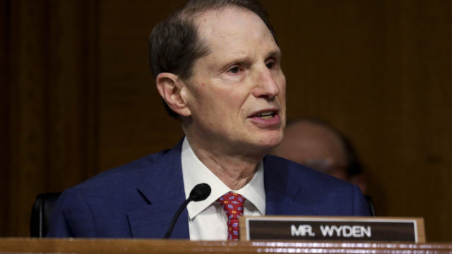 sen.-ron-wyden-calls-for-'tough-love'-on-ad-industry,-giving-control-to-consumers