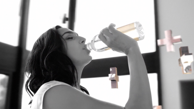 smartwater-unveils-a-new-ad-campaign-featuring-gal-gadot