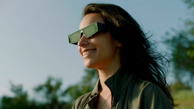 snap-is-rolling-out-a-new-pair-of-augmented-reality-glasses